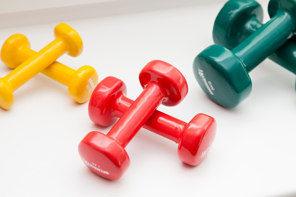 https://cdn.pixabay.com/photo/2017/07/24/23/00/dumbbells-2536372_960_720.jpg